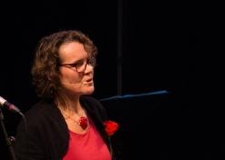 Ann krijgt de eer om het optreden af te sluiten met drie gedichten die herinneringen oproepen aan (oorlogvoerende) grootmoeders en aan zeven nichtjes die indertijd als de bende van zeven Haacht en omstreken onveilig maakten …
