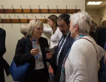 Onze gastsprekers Kathy Lindekens en de voorzitter van Kom op tegen kanker Prof. Em. Cassiman samen op de foto bij de receptie.